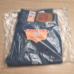 NWT Levi's 501 Straight Leg Jeans 34x32